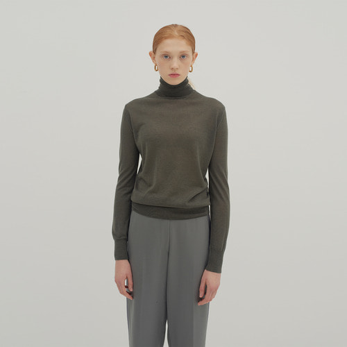 ESSENTIAL WOOL TURTLE KNIT